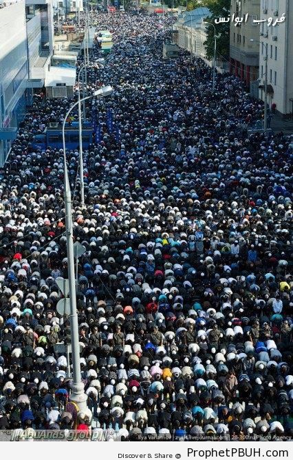 170,000 Muslims Attend Eid al-Fitr 2012 Prayers in Moscow Streets - Photos