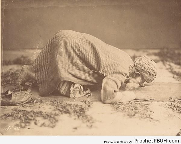 1880 Photo of a Praying Elderly Muslim Man in Cairo, Egypt - Cairo, Egypt