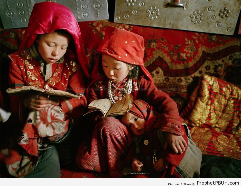 Afghan Girls Learning to Read Quran - Muslimah Photos (Girls and Women & Hijab Photos)