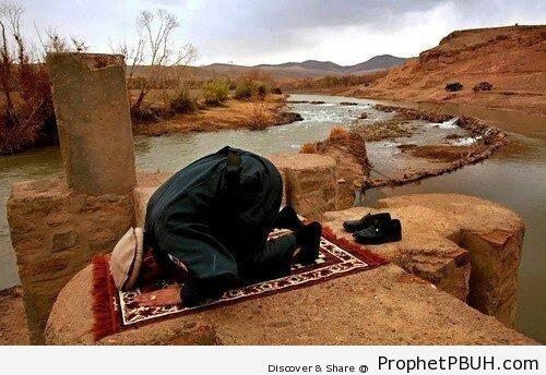 Afghan Man Making Sujood - Photos