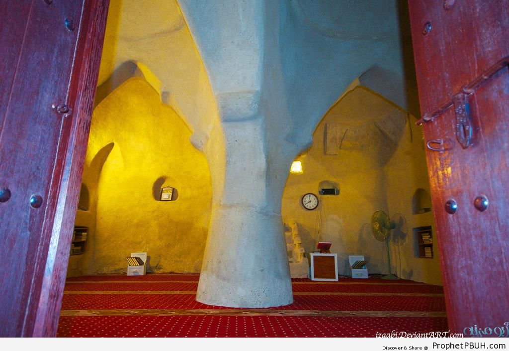 Al Badiyah Mosque in Fujairah (Oldest Mosque in the UAE) - Al Badiyah Mosque in Fujairah, United Arab Emirates -Picture