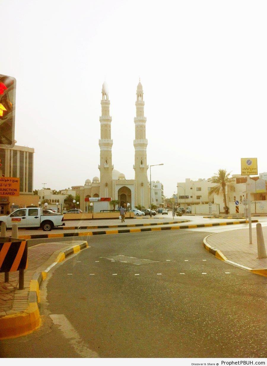 Al-Fateh Grand Mosque From Street (Manama, Bahrain) - Al-Fateh Grand Mosque in Manama, Bahrain -Picture