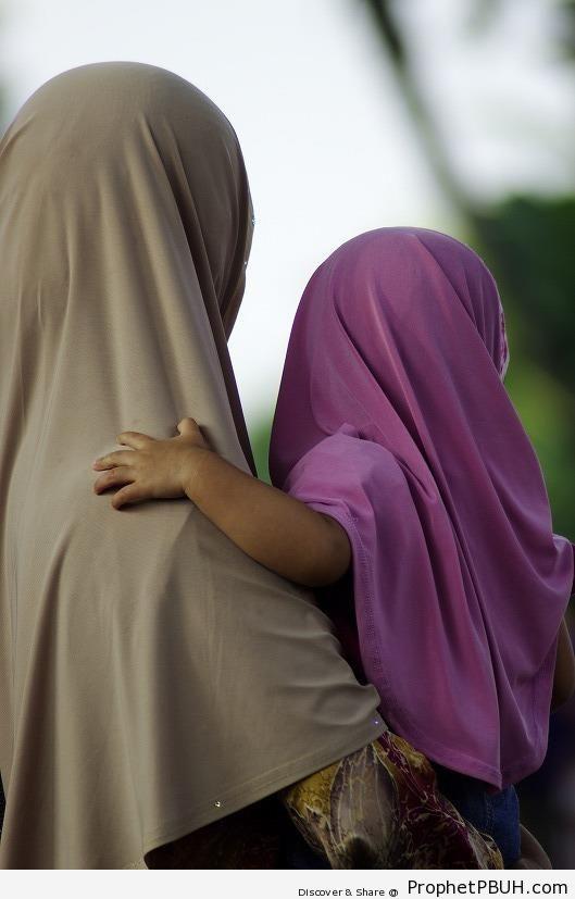 Beautiful Muslim Mother and Daughter - Muslimah Photos (Girls and Women & Hijab Photos)
