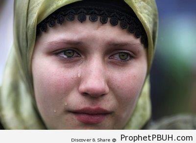 Crying Bosnian Muslimah (Sarajevo, Bosnia) - Muslimah Photos (Girls and Women & Hijab Photos)