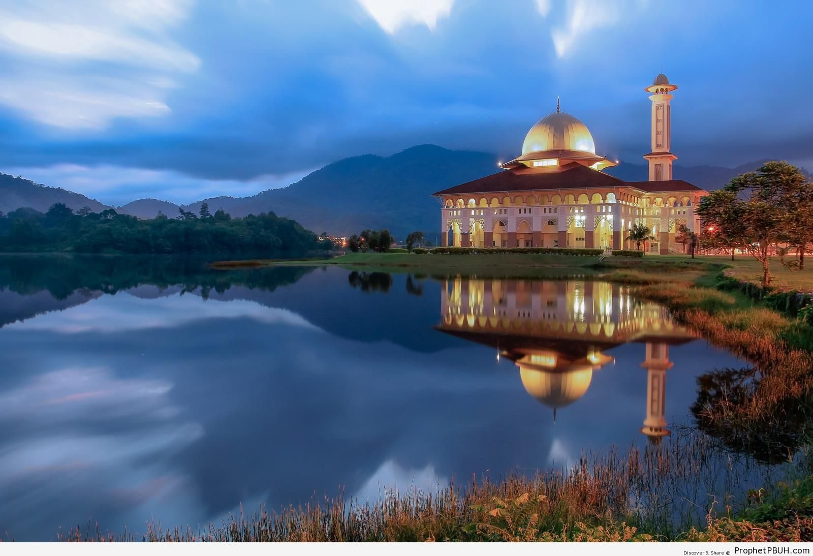 Darul Quran Mosque in Kuala Kubu Bharu, Malaysia - Darul Quran Center in Kuala Kubu Bharu, Malaysia -Picture