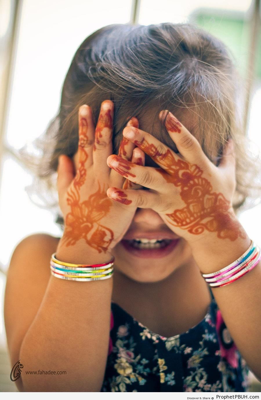 Eid Girl with Henna on Her Hands (Eid al-Fitr 2011) - Henna Photos -