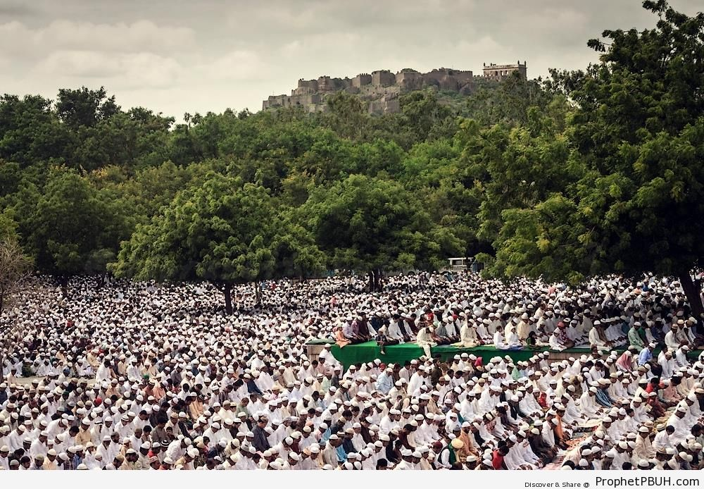 Eid al-Fitr prayers in Hyderabad, India (2013) - Photos -