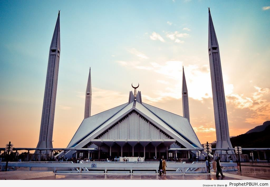 Faisal Mosque at Sundown (Islamabad, Pakistan) - Faisal Mosque in Islamabad, Pakistan -Picture