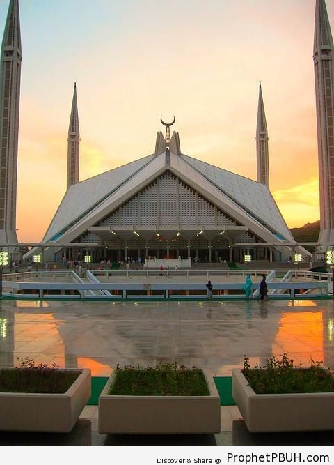 Faisal Mosque in Islamabad at Dusk - Faisal Mosque in Islamabad, Pakistan