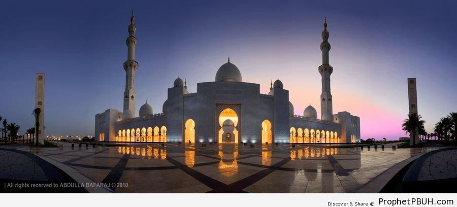 Full Frontal View of Sheikh Zayed Grand Mosque in Abu Dhabi, UAE - Abu Dhabi, United Arab Emirates