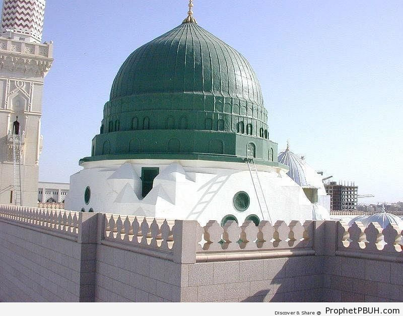 Green Dome - Al-Masjid an-Nabawi (The Prophets Mosque) in Madinah, Saudi Arabia -Picture