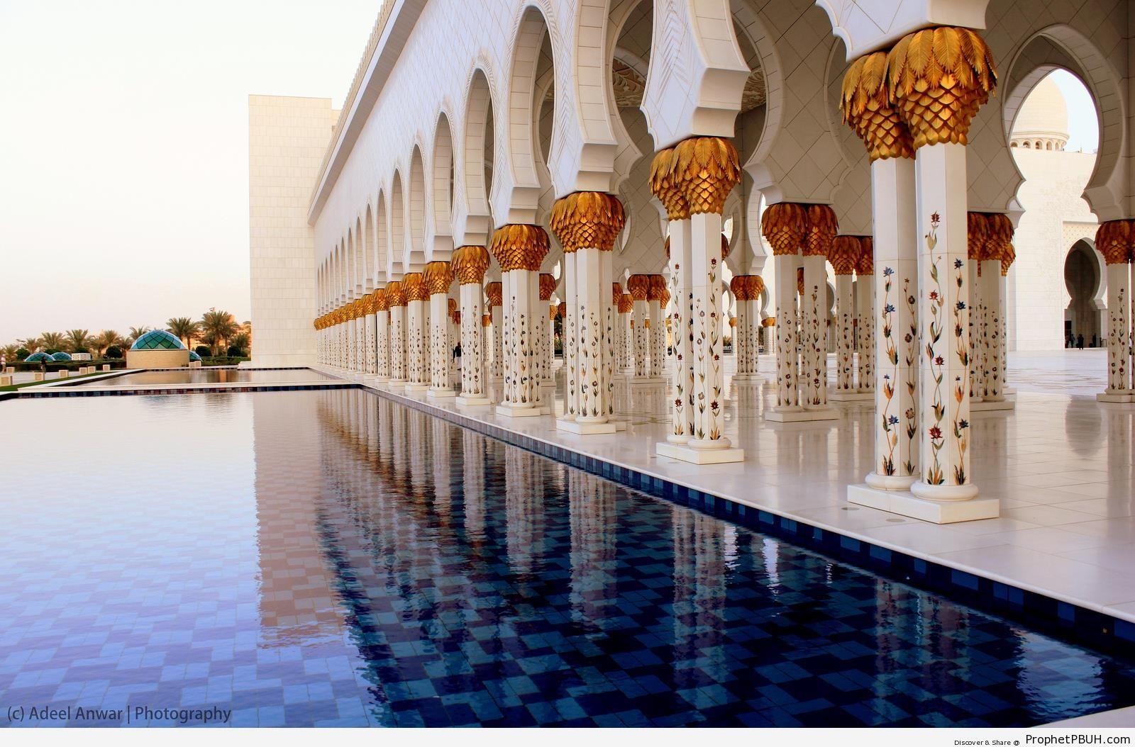 Islamic Architecture at Sheikh Zayed Grand Mosque in Abu Dhabi - Abu Dhabi, United Arab Emirates -Picture
