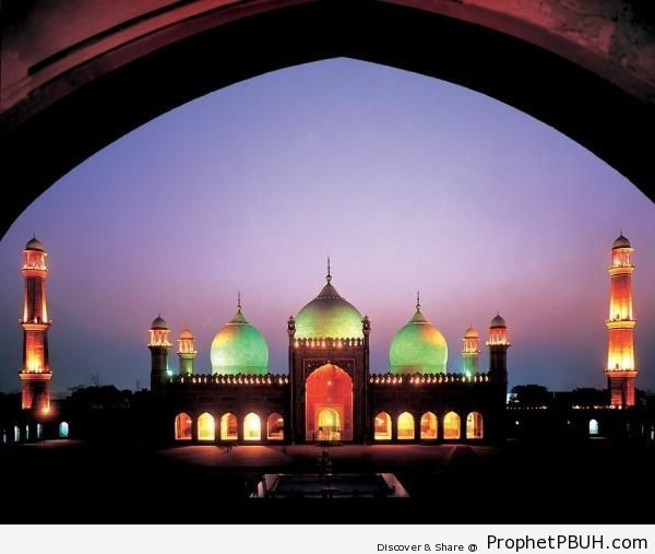 Lit Up Badshahi Masjid at Dusk in Lahore, Pakistan - Badshahi Masjid in Lahore, Pakistan