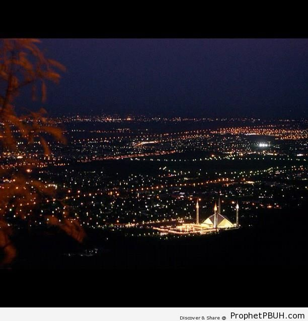 Lit Up Faisal Mosque And The Islamabad Night Sky - Faisal Mosque in Islamabad, Pakistan
