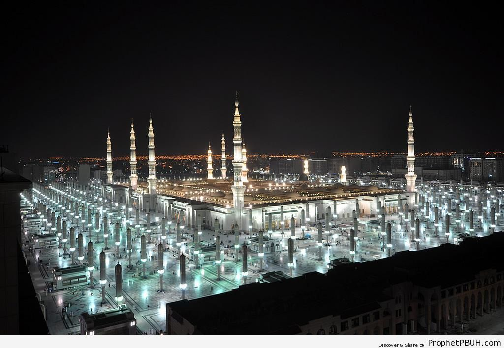 Masjid an-Nabawi at Night (After Isha) - Al-Masjid an-Nabawi (The Prophets Mosque) in Madinah, Saudi Arabia -Picture