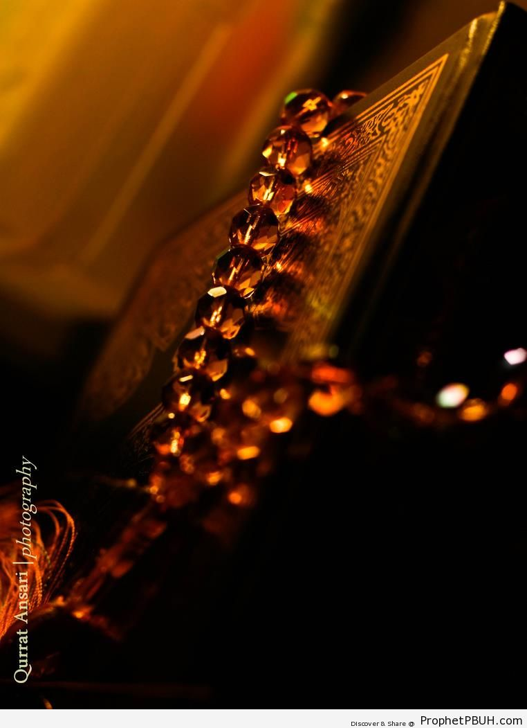 Mushaf with Prayer Beads (Taken Ramadan 2010) - Mushaf Photos (Books of Quran)
