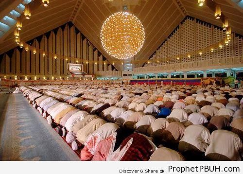 Muslim Men in Sujood - Photos of Muslim People -
