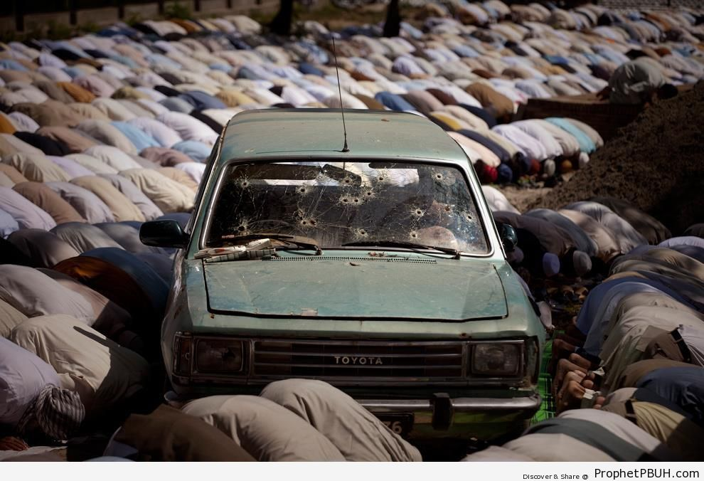 Muslim Men in Sujood Round Bullet-Ridden Car at Lal Mosque in Islamabad - Islamabad, Pakistan -Picture