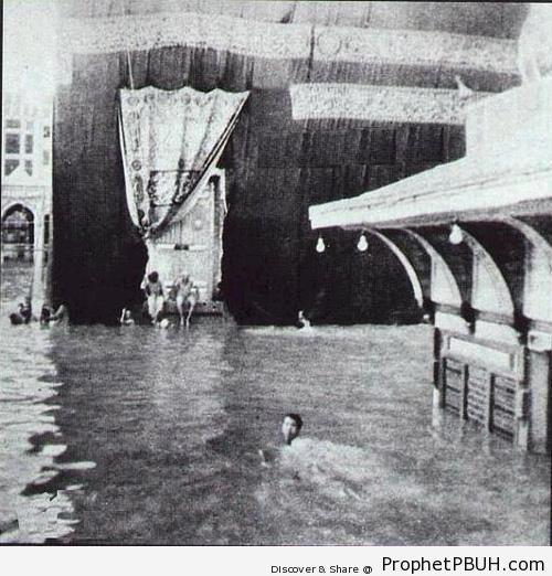 Old Photo of Flooded Kaba in 1941 - al-Masjid al-Haram in Makkah, Saudi Arabia