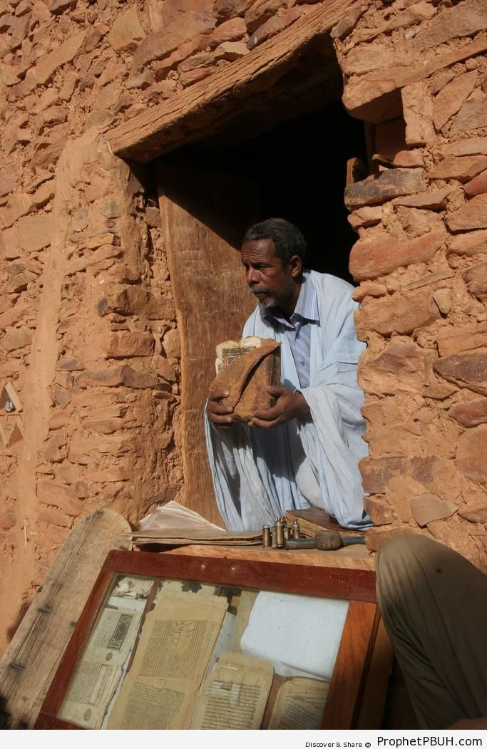 Oldest Book of Quran in West Africa (900 Years Old) - Mushaf Photos (Books of Quran)