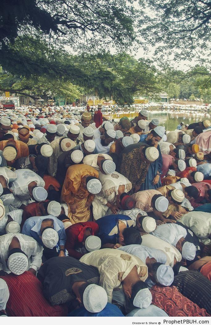Overcrowded Eid al-Fitr 2010 Prayers in Sholakia, Kishoreganj, Bangladesh - Bangladesh