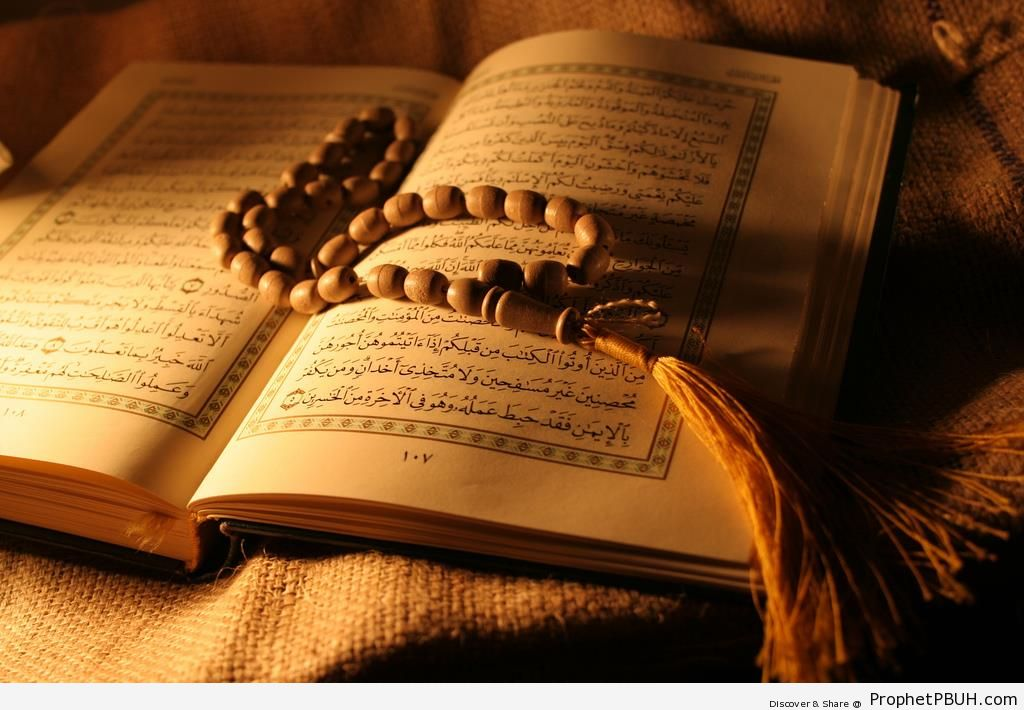 Prayer Beads on Open Book of Quran - Mushaf Photos (Books of Quran)