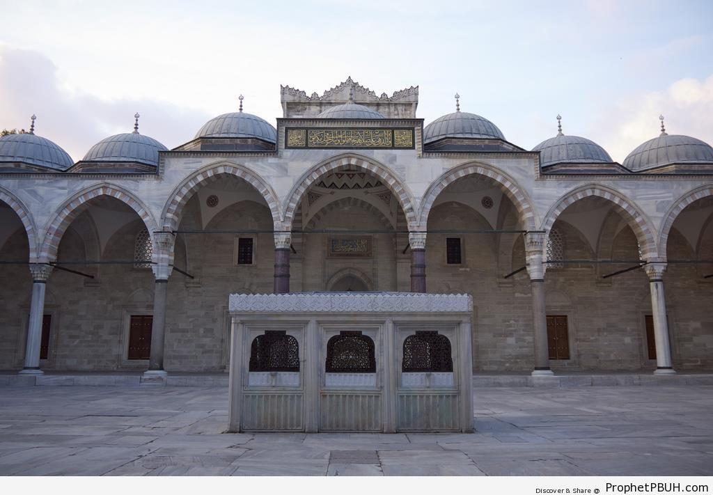 Süleymaniye Mosque Courtyard - Islamic Architecture -Picture