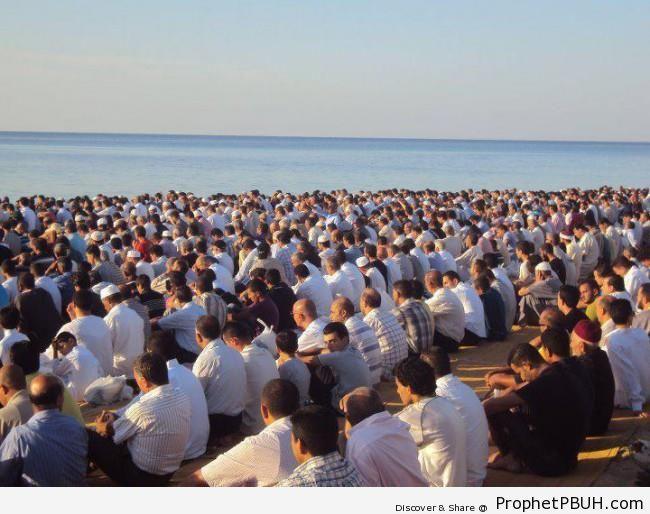 Salat Eid al-Fitr 1433-2012 in Hammamet, Tunisia -