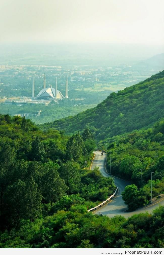 Scenic View of Faisal Mosque (Islamabad, Pakistan) - Faisal Mosque in Islamabad, Pakistan