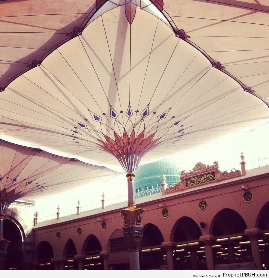 Shade Umbrella at the Prophet-s Mosque - Al-Masjid an-Nabawi (The Prophets Mosque) in Madinah, Saudi Arabia -Picture