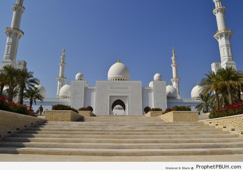 Sheikh Zayed Grand Mosque from Outside (Abu Dhabi, UAE) - Abu Dhabi, United Arab Emirates -Picture