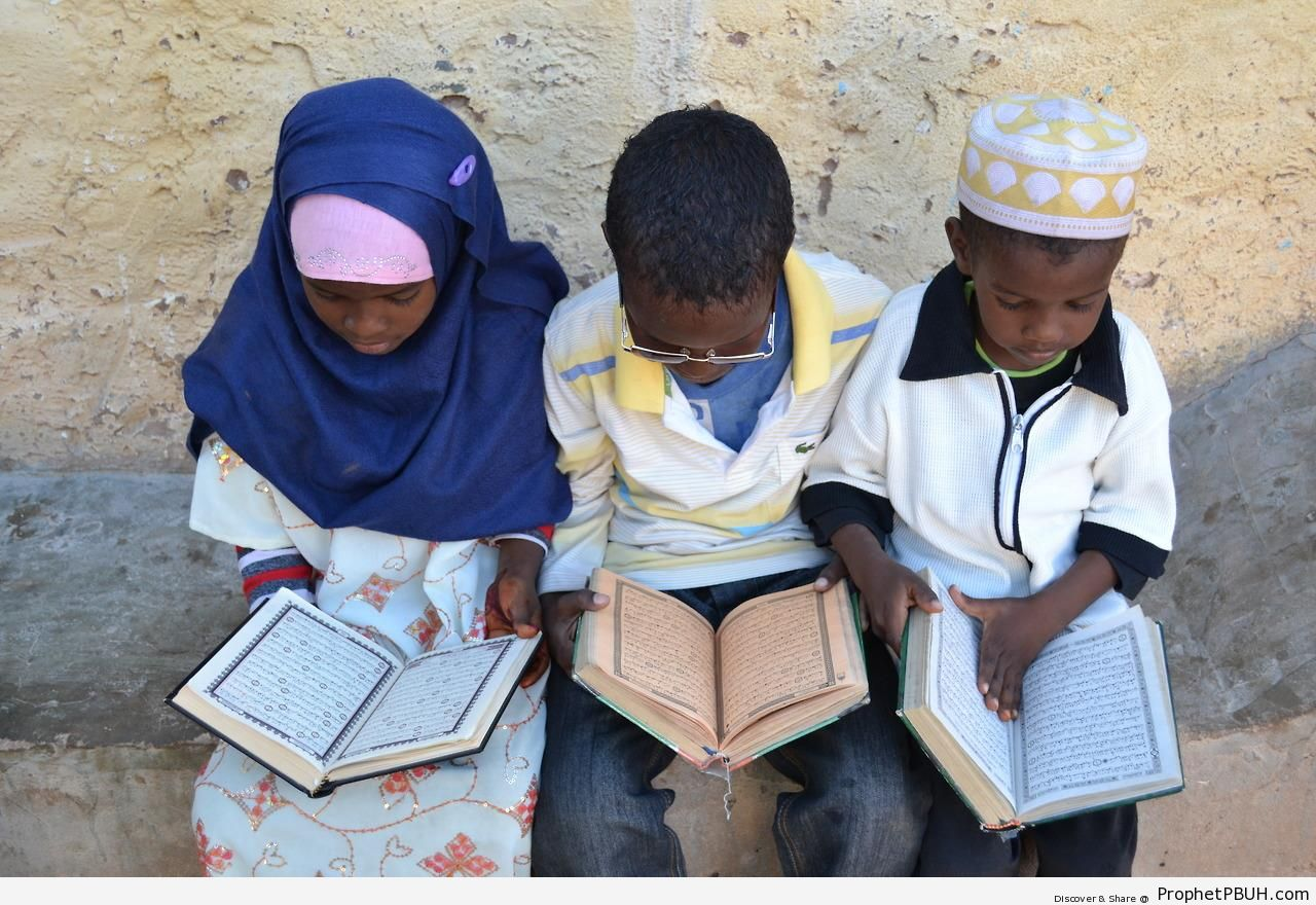 Somali Children Studying Quran - Mushaf Photos (Books of Quran)