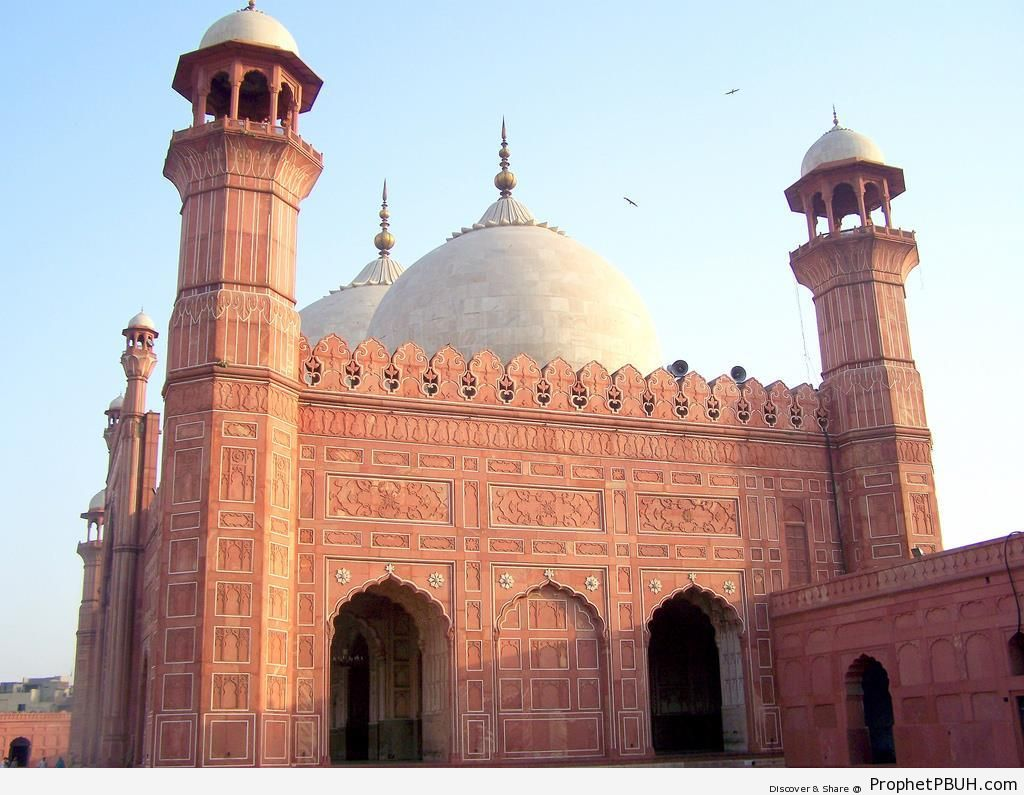 The Badshahi Mosque in Lahore (5th Largest Mosque in the World) - Badshahi Masjid in Lahore, Pakistan -Picture