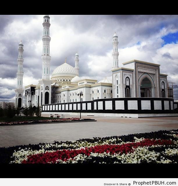 The Khazret Sultan Mosque in Astana, Kazakhstan (Opened 2012) - Astana, Kazakhstan