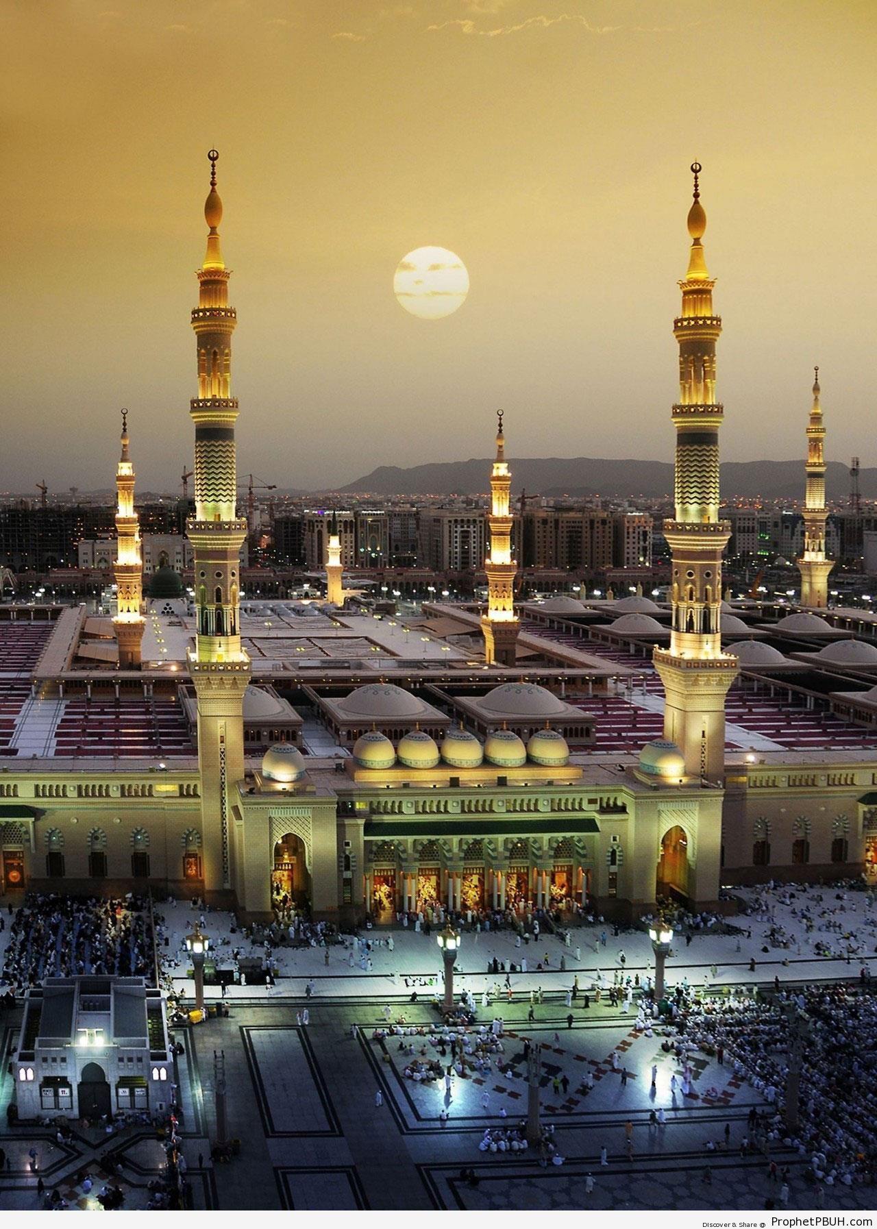The Prophet-s Mosque in al-Madinah, Saudi Arabia - Al-Masjid an-Nabawi (The Prophets Mosque) in Madinah, Saudi Arabia -Picture
