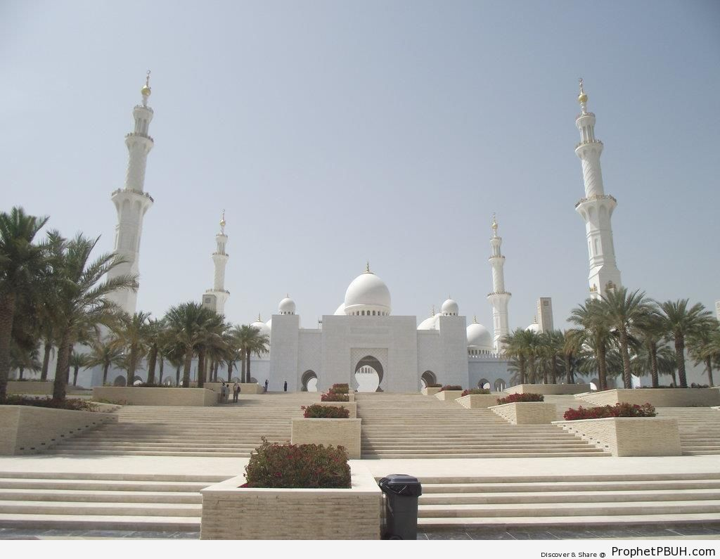 View of Sheikh Zayed Grand Mosque from Outside (Abu Dhabi, United Arab Emirates) - Abu Dhabi, United Arab Emirates -Picture