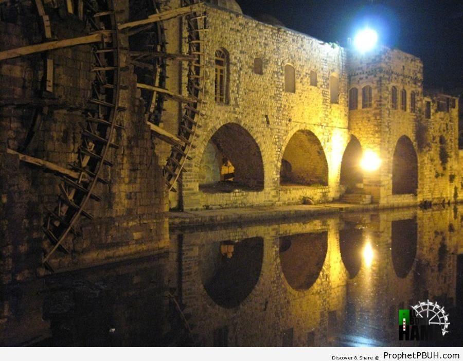 al-Asi River and Nuraddeen Zangi Mosque (Hama, Syria) - Hama, Syria -Picture
