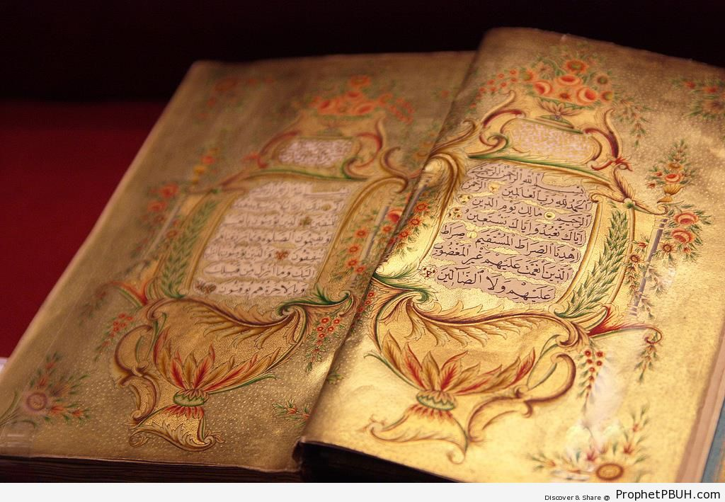 16th Century Book of Quran With Gold Arabesque Decoration - Drawings