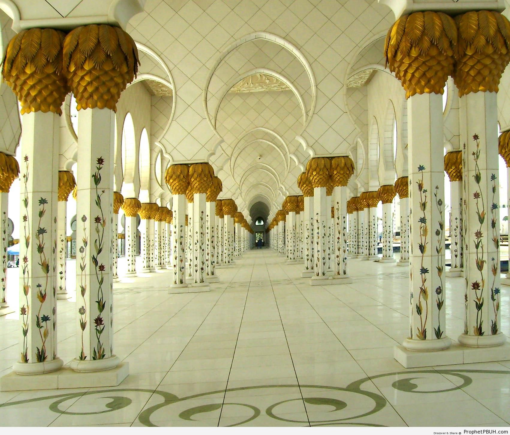 Archways at Sheikh Zayed Grand Mosque in Abu Dhabi, United Arab Emirates - Abu Dhabi, United Arab Emirates -Picture