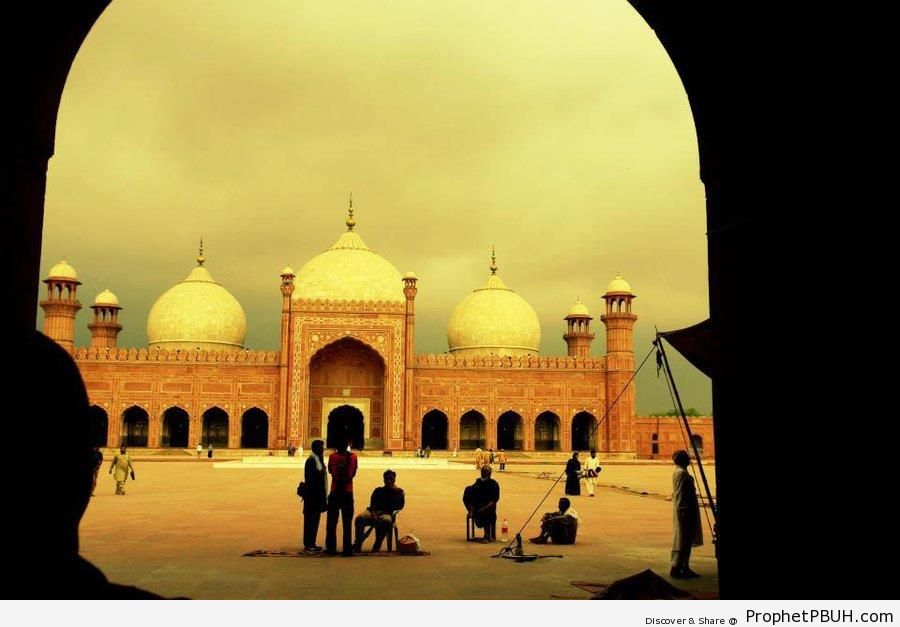 Badshahi Mosque in Lahore, Pakistan - Badshahi Masjid in Lahore, Pakistan -Picture