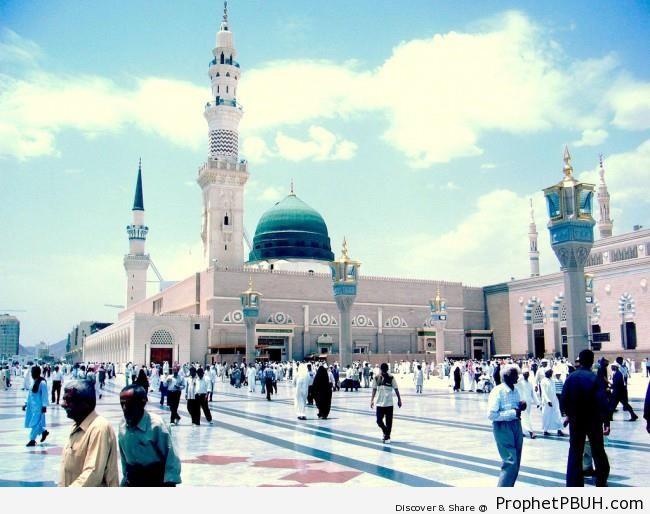 Bright Day at Masjid an-Nabawi (The Prophet-s Mosque) in Madinah, Saudi Arabia - Al-Masjid an-Nabawi (The Prophets Mosque) in Madinah, Saudi Arabia