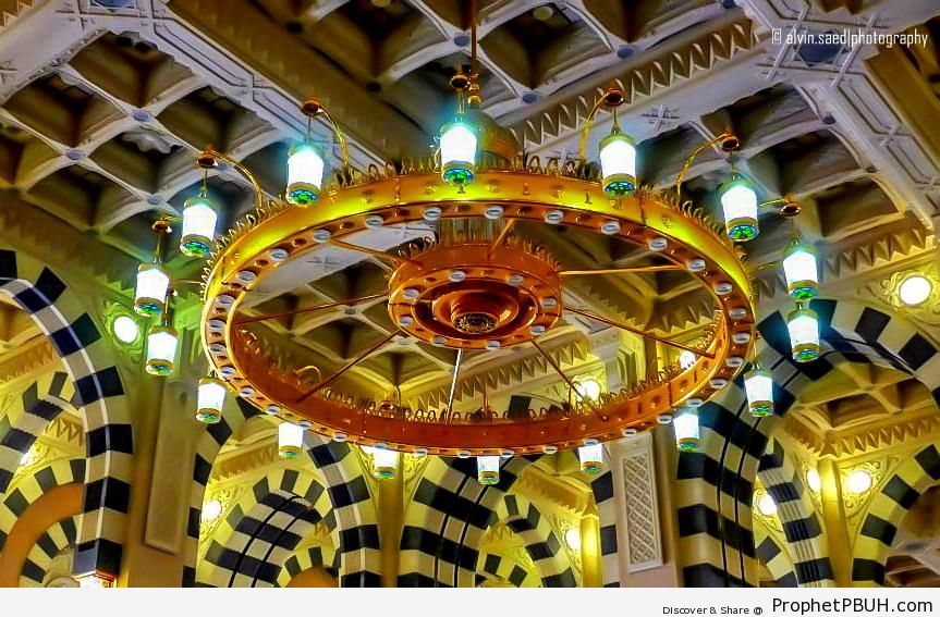 Chandelier at al-Masjid an-Nabawi in Madinah, Saudi Arabia - Al-Masjid an-Nabawi (The Prophets Mosque) in Madinah, Saudi Arabia -Picture