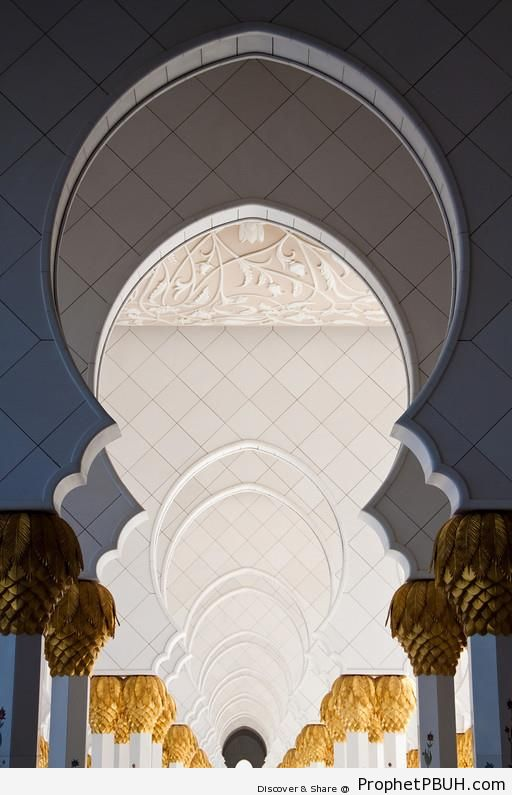 Columns at Sheikh Zayed Grand Mosque, Abu Dhabi - Abu Dhabi, United Arab Emirates -Picture