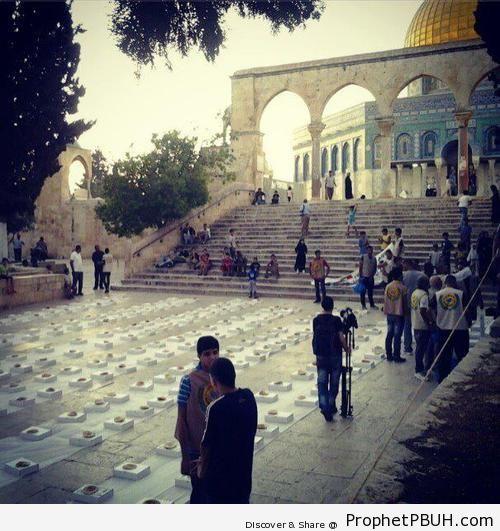 Communal Iftar at the Dome of the Rock Mosque in Jerusalem, Palestine - Al-Quds (Jerusalem), Palestine