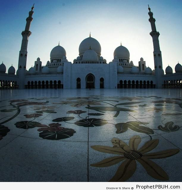 Courtyard Panorama of the Grand Mosque - Abu Dhabi, United Arab Emirates