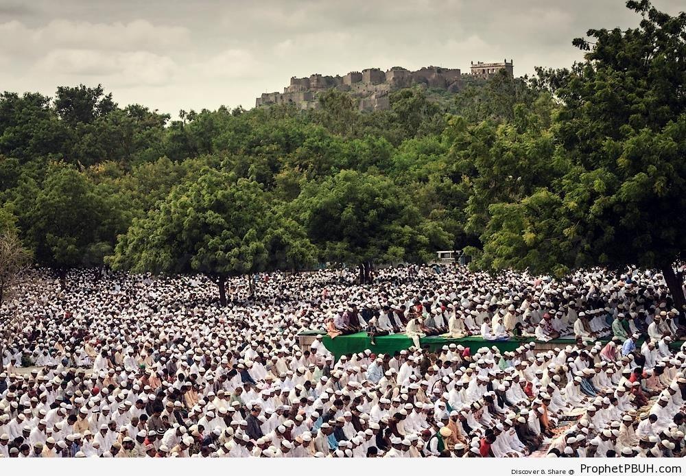 Eid al-Fitr prayers in Hyderabad, India (2013) - Photos -