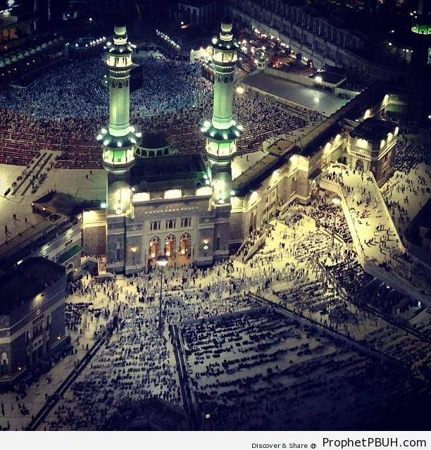 Entrance Area of al-Masjid al-Haram at Night (Makkah, Saudi Arabia) - al-Masjid al-Haram in Makkah, Saudi Arabia