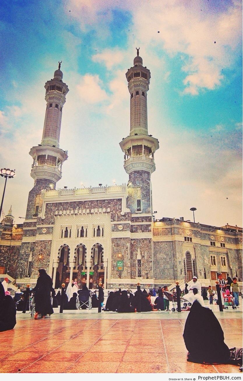 Entrance to al-Masjid al-Haram - al-Masjid al-Haram in Makkah, Saudi Arabia -Picture