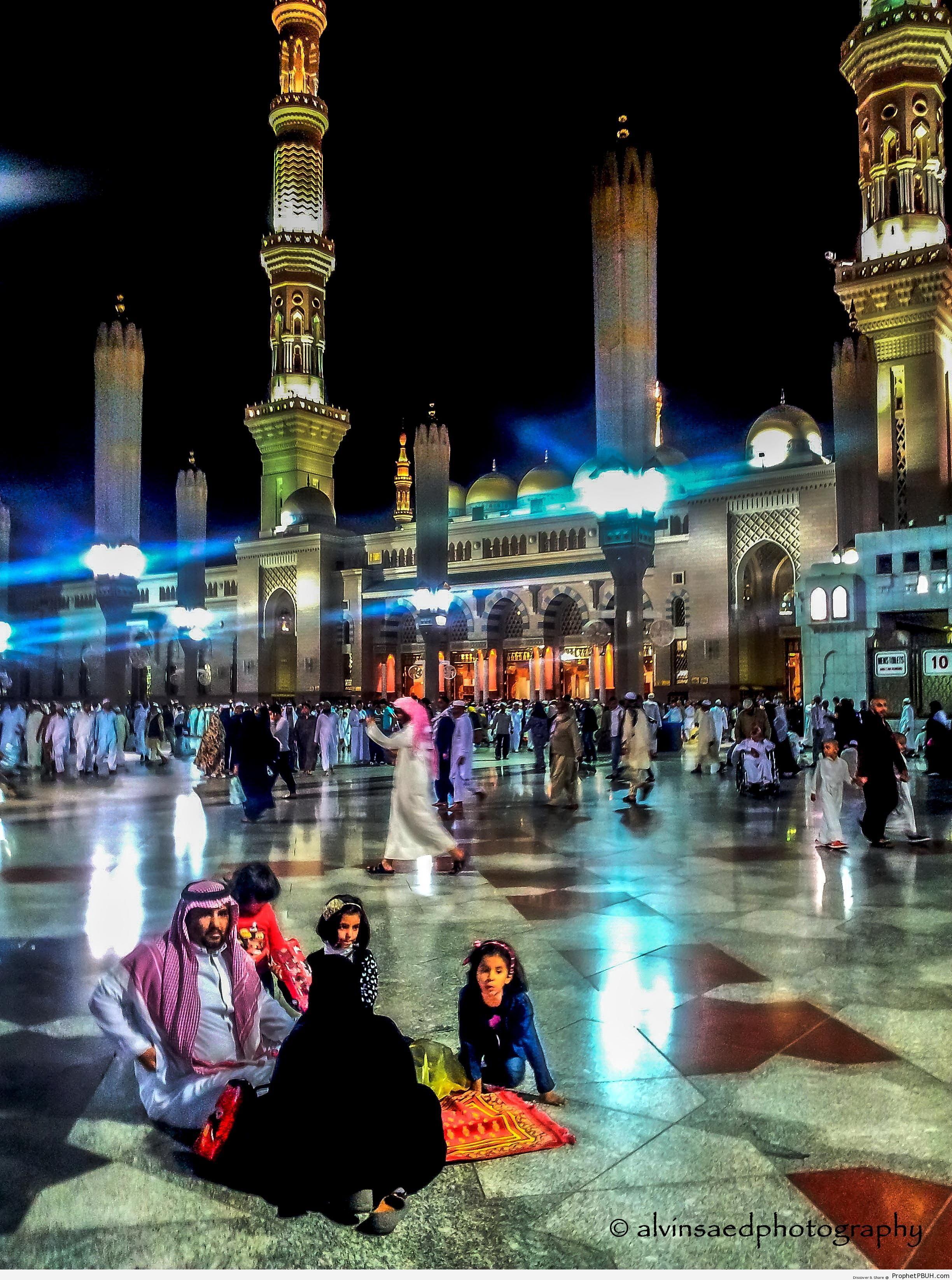 Family at al-Masjid an-Nabawi - Al-Masjid an-Nabawi (The Prophets Mosque) in Madinah, Saudi Arabia -Picture