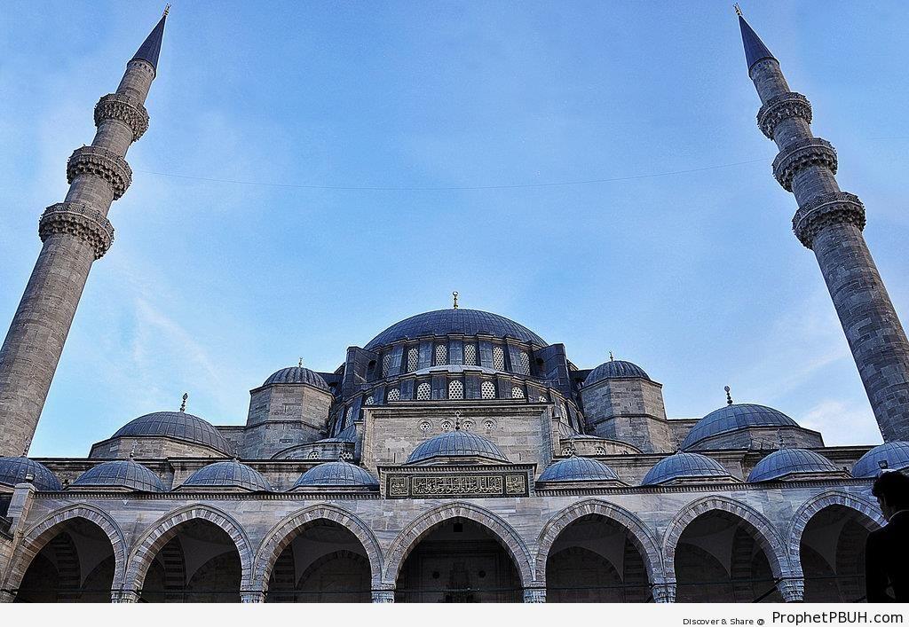 Front View of Süleymaniye Camii in Istanbul, Turkey - Islamic Architecture